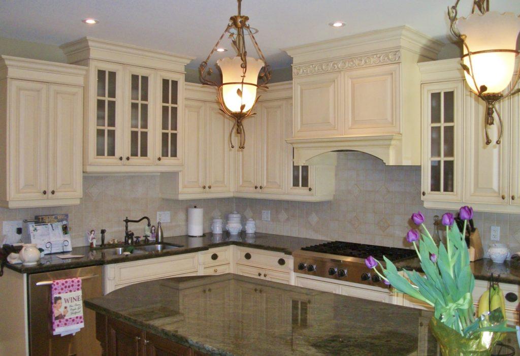 Kitchen by Postma Construction Ltd.